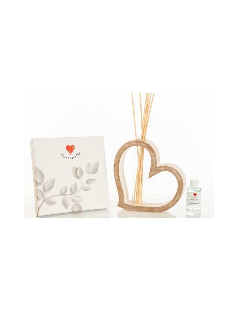 Profumatore cuore in legno con decoro paesaggio D5916 D5915 Casette ed Alberi Cuorematto Wonderlandstore