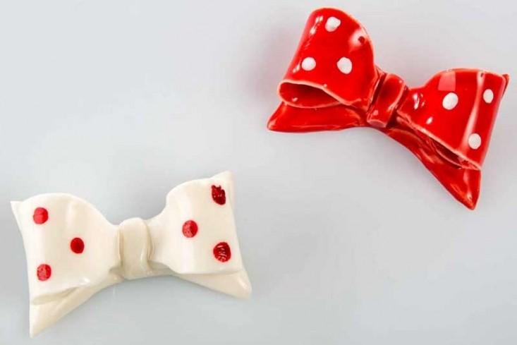 Magnete fiocco in ceramica 2 colori assortiti - bianco rosso A7658 Kharma Living