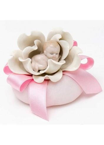 Bimbo su fiore in porcellana 3 modelli assortiti + sacchetto rosa A8401-A2  Baby Flowers AD Emozioni