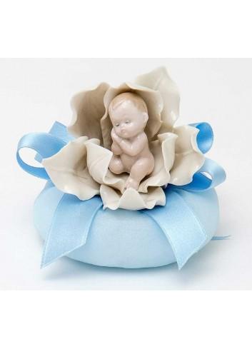 Bimbi su fiore in porcellana 3 modelli assortiti con sacchetto celeste  A8401/A3  Baby Flowers AD Emozioni